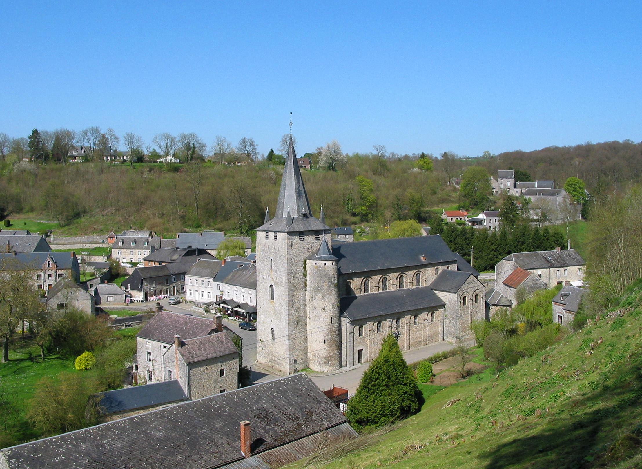 Collégiale Saint-Hadelin de Celles